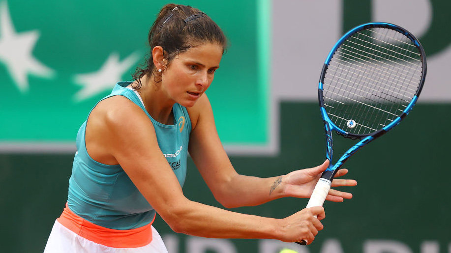 Görges nippel julia Serena beats